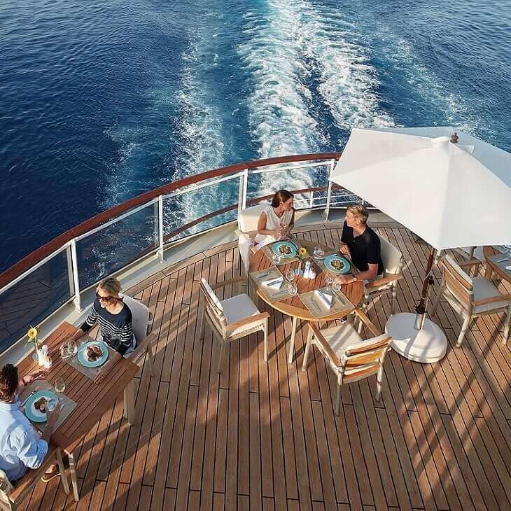hlc-europa2-deck-clean,24359_webdownload_1280